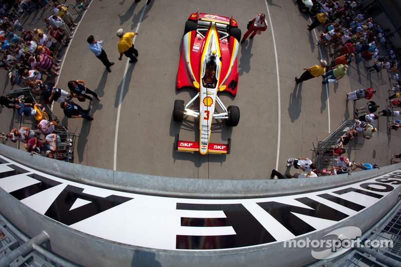 Car of Helio Castroneves, Team Penske Chevrolet