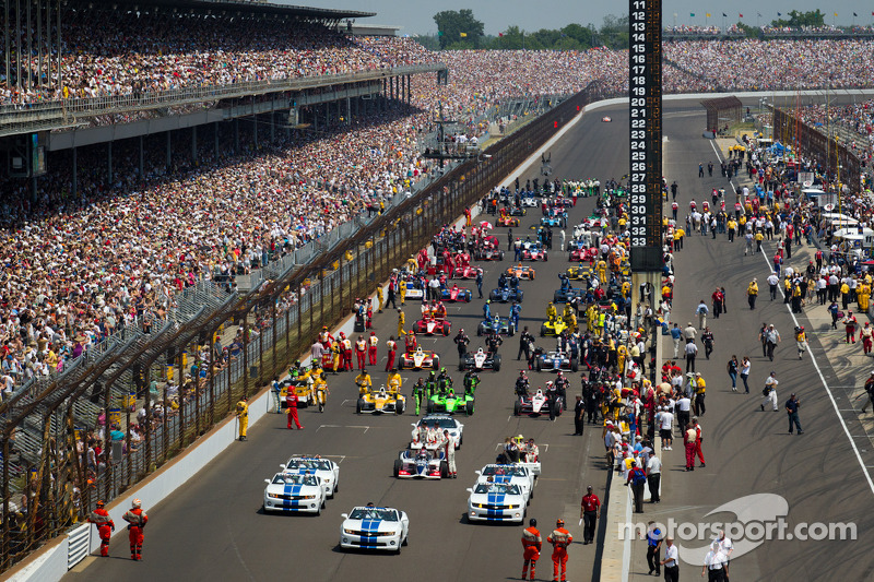 Cars head to pace laps