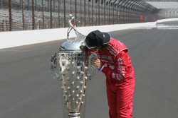 Winners photoshoot: Dario Franchitti, Target Chip Ganassi Racing Honda