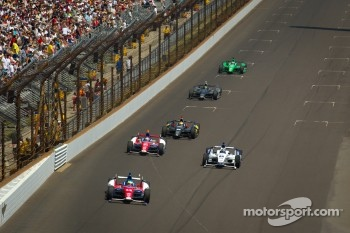 Mike Conway, A.J. Foyt Racing Honda leads a group of cars