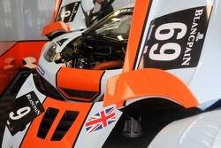 Gulf McLaren pit