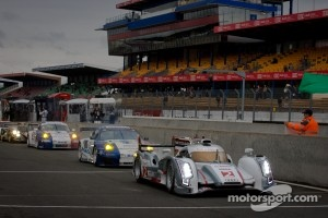 Start of the session: #2 Audi Sport Team Joest Audi R18 E-Tron Quattro: Rinaldo Capello, Tom Kristensen, Allan McNish