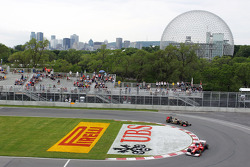 Fernando Alonso, Scuderia Ferrari leads Kimi Raikkonen, Lotus F1