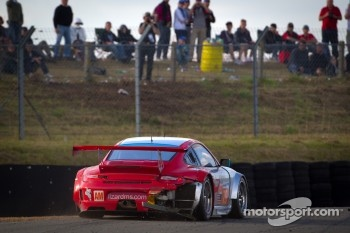 #79 Flying Lizard Motorsports Porsche 911 RSR: Seth Neiman, Patrick Pilet, Spencer Pumpelly in trouble