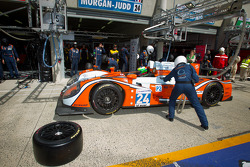Pit stop for #24 Oak Racing Morgan Judd: Jacques Nicolet, Matthieu Lahaye, Olivier Pla