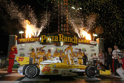 Victory lane: race winner Ryan Hunter-Reay, Andretti Autosport Chevrolet