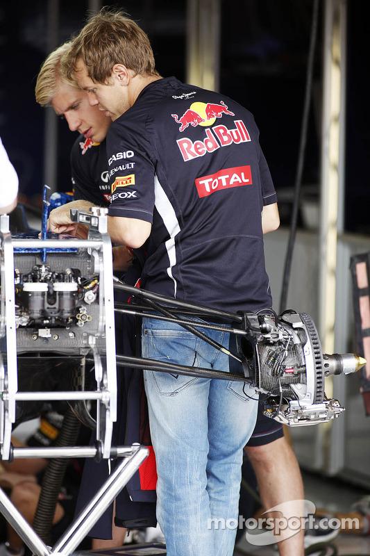 Sebastian Vettel, Red Bull Racing looks at his Red Bull Racing RB8
