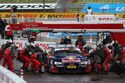 Sunday Quarter Finals Martin Tomczyk, BMW Team RMG BMW M3 DTM against Mattias Ekström, ABT Sportsline Audi A5 DTM pitstop