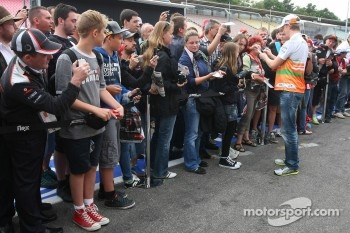 Nico Hulkenberg, Sahara Force India Formula One Team with fans in the pit lane
