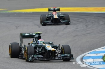 Vitaly Petrov, Caterham leads Heikki Kovalainen, Caterham