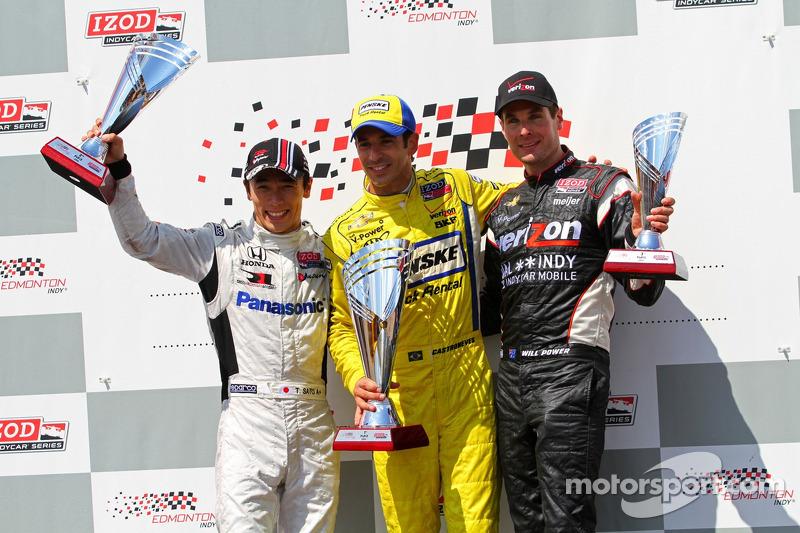Victory lane: second place Takuma Sato, Rahal Letterman Lanigan Honda and third place Will Power, Verizon Team Penske Chevrolet