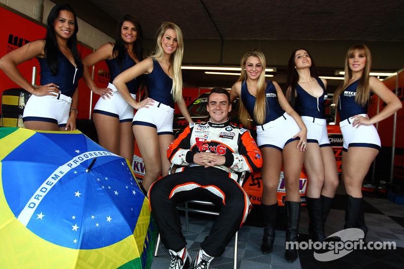 Grid Girls and Norbert Michelisz, BMW 320 TC, Zengo Motorsport