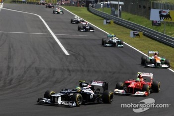 Bruno Senna, Williams leads Felipe Massa, Scuderia Ferrari