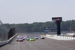 Start: Juan Pablo Montoya, Earnhardt Ganassi Racing Chevrolet leads