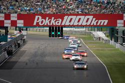 #1 Mola Nissan GT-R: Masataka Yanagida, Ronnie Quintarelli leads the field
