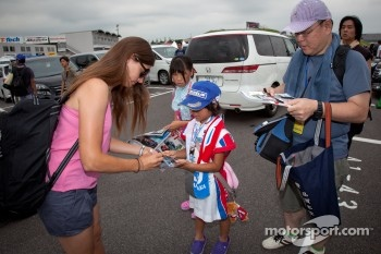Cyndie Allemann signs autographs