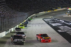 Jamie McMurray, Earnhardt Ganassi Racing Chevrolet, Regan Smith, Furniture Row Racing Chevrolet