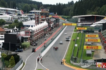 The support race start / finish straight approaching Eau Rouge