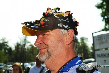 A Vitaly Petrov, Caterham fan with a special cap