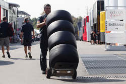 Scuderia Toro Rosso mechanic with Pirelli tyres