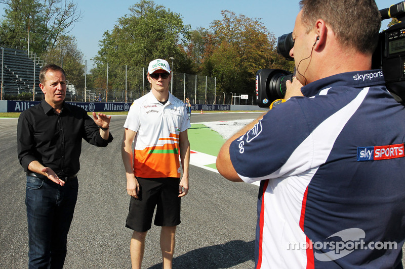 Nico Hulkenberg, Sahara Force India F1 walks the circuit with Martin Brundle, Sky Sports Commentator