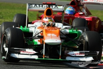 Jules Bianchi, Sahara Force India F1 leads Fernando Alonso, Ferrari