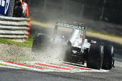 Michael Schumacher, Mercedes AMG F1 runs wide