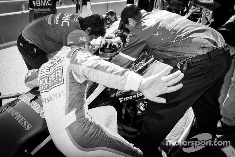 Tony Kanaan, KV Racing Technology Chevrolet and Rubens Barrichello, KV Racing Technology Chevrolet discuss