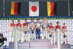 Podium: race winners Nicolas Lapierre, Alexander Wurz, second place Benoit Tréluyer, Marcel Fässler, Andre Lotterer, third place Tom Kristensen, Allan McNish, Lucas di Grassi