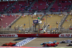 Green flag: Carlos Munoz, Andretti Autosport leads the field