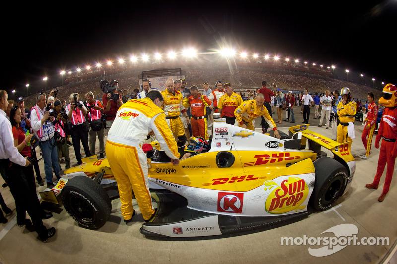 IndyCar Series 2012 champion Ryan Hunter-Reay, Andretti Autosport Chevrolet celebrates