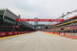 Start - finish straight