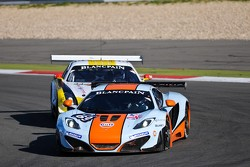 #69 Gulf Racing UK McLaren MP4-12C GT3: Roald Goethe, Stuart Hall