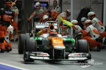 Nico Hulkenberg, Sahara Force India F1 makes a pit stop