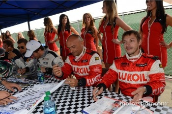 Autograph session, Alexey Dudukalo, SEAT Leon WTCC, Lukoil Racing Team
