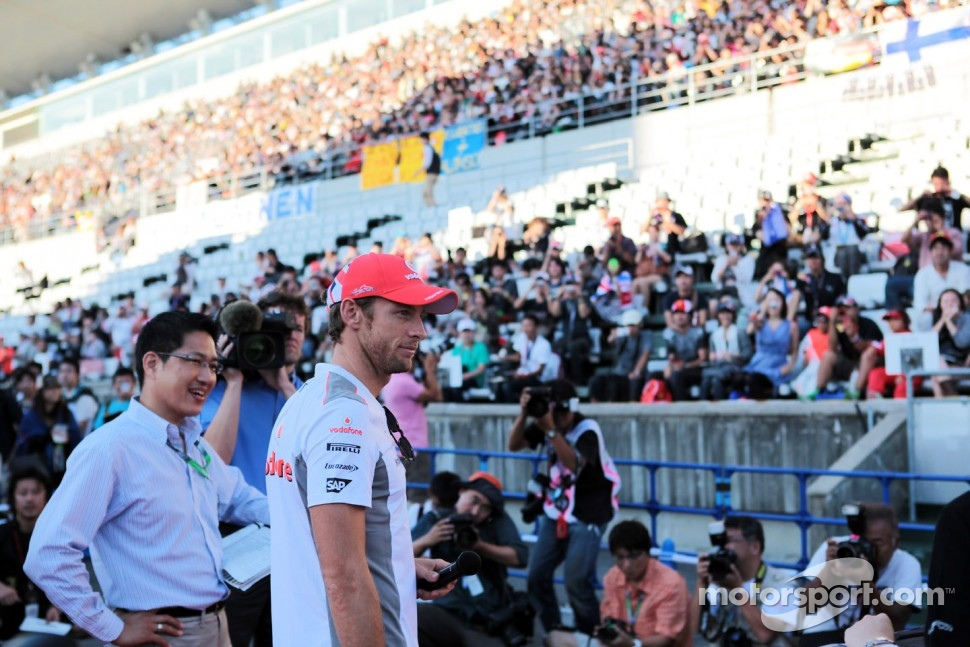 Jenson Button, McLaren talks to the fans