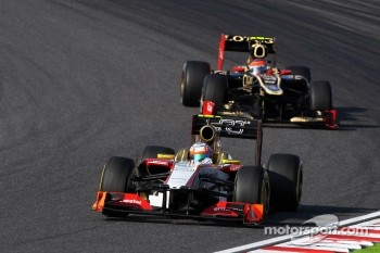 Narain Karthikeyan, HRT Formula One Team HRT leads Romain Grosjean, Lotus F1