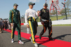 Vitaly Petrov, Caterham with Heikki Kovalainen, Caterham and Kimi Raikkonen, Lotus F1 Team on the drivers parade