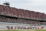 Kasey Kahne, Hendrick Motorsports Chevrolet leads the field