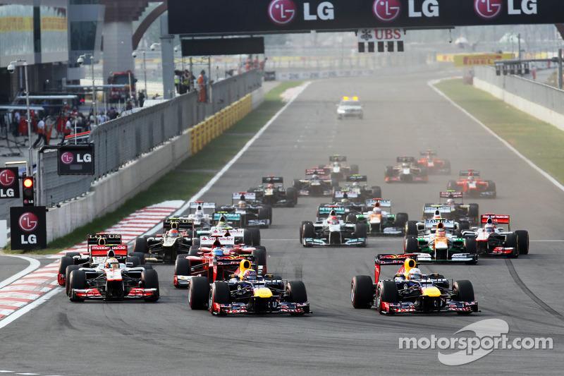 Start: Mark Webber, Red Bull Racing leads