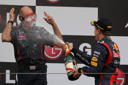 Podium: Adrian Newey, Red Bull Racing Chief Technical Officer with 1st place Sebastian Vettel, Red Bull Racing