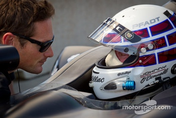 Johnny O'Connell tests the #0 Nissan DeltaWing Project 56 Nissan talks with Gunnar Jeannette
