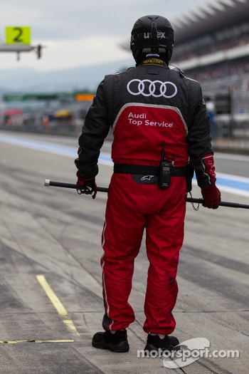 Audi pit crew