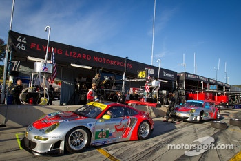 Flying Lizard Motorsports pit area