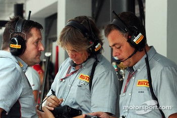 Paul Hembery, Pirelli Motorsport Director, and Mario Isola, Pirelli Racing Manager