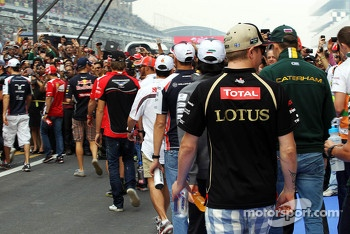 Kimi Raikkonen, Lotus F1 Team and the other drivers on the drivers parade
