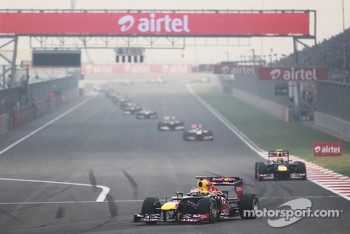 Sebastian Vettel, Red Bull Racing leads at the start of lap 2