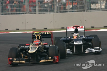 Romain Grosjean, Lotus F1 Team and Pastor Maldonado, Williams F1 Team