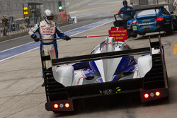 Toyota TS030 in lane to change onto intermediate tires