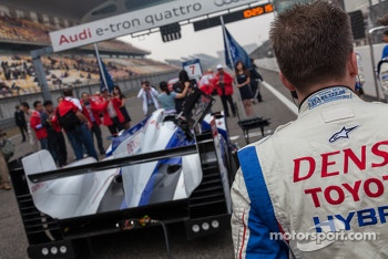 Toyota TS030 on pole and on the grid